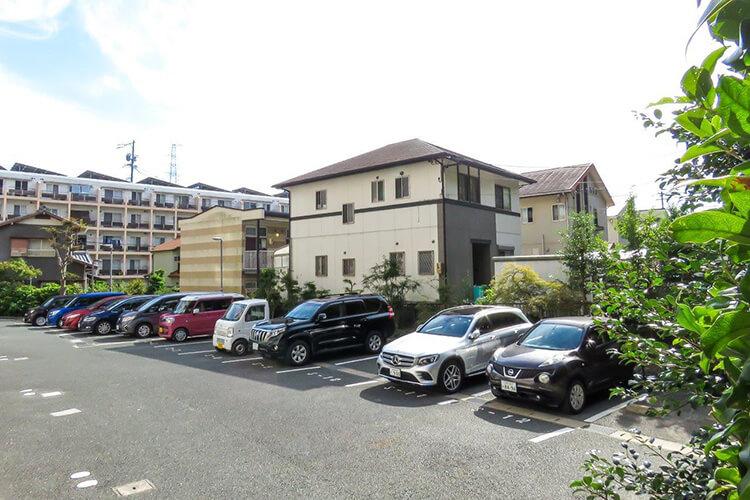 アクセス抜群の立地と駐車場も広々で安心