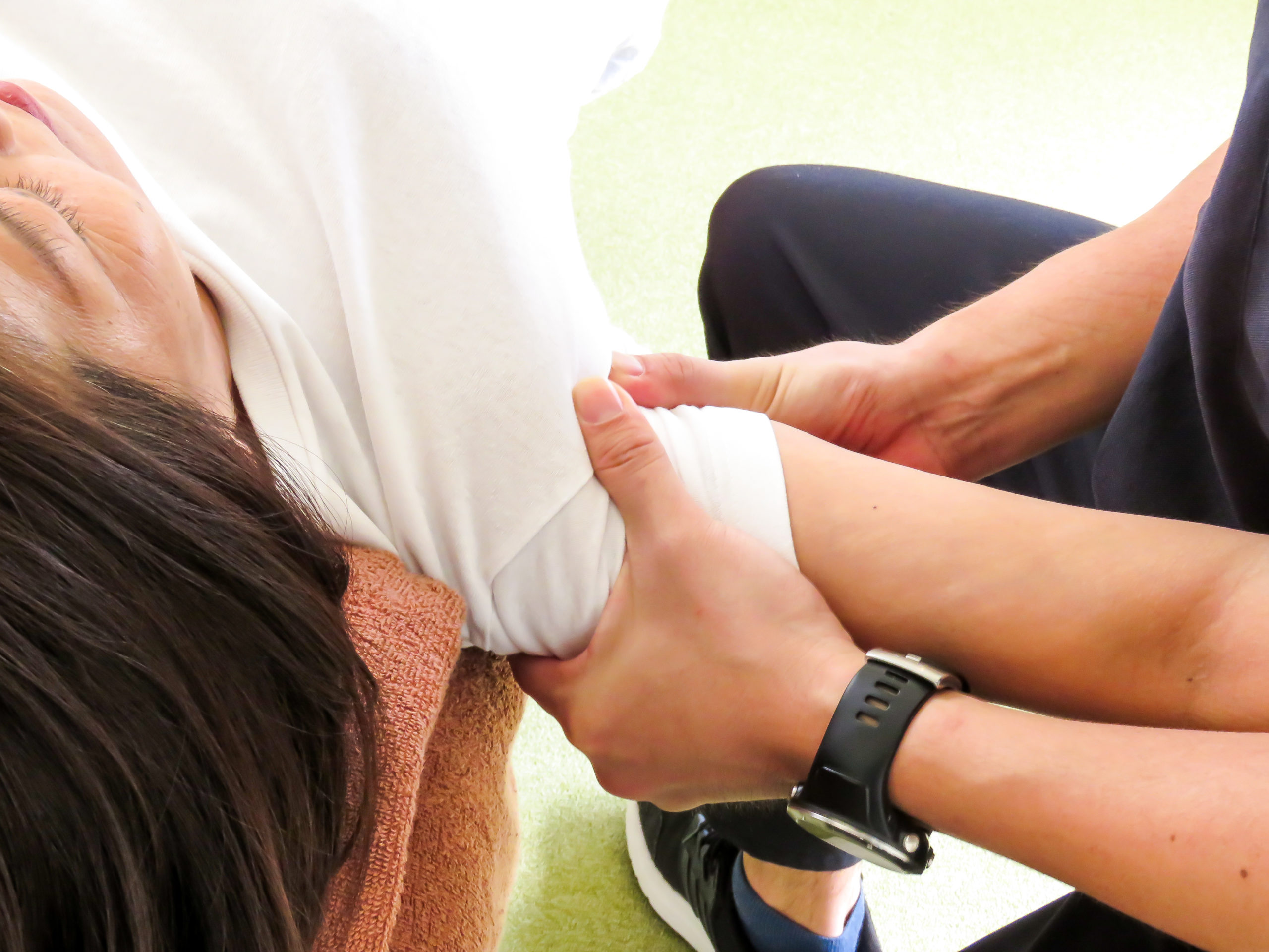 浜松たいかん鍼灸治療院四十肩・五十肩施術画像